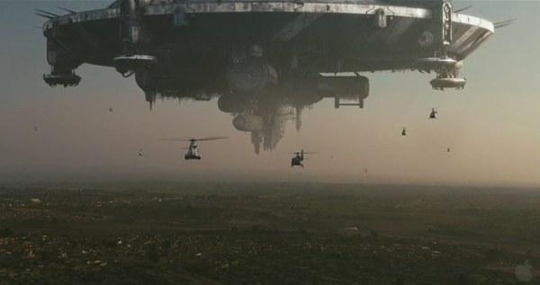 Het ruimteschip boven de stad